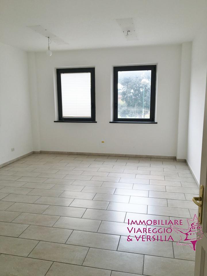 Immobiliare Viareggio e Versilia presenta: ufficio in ...