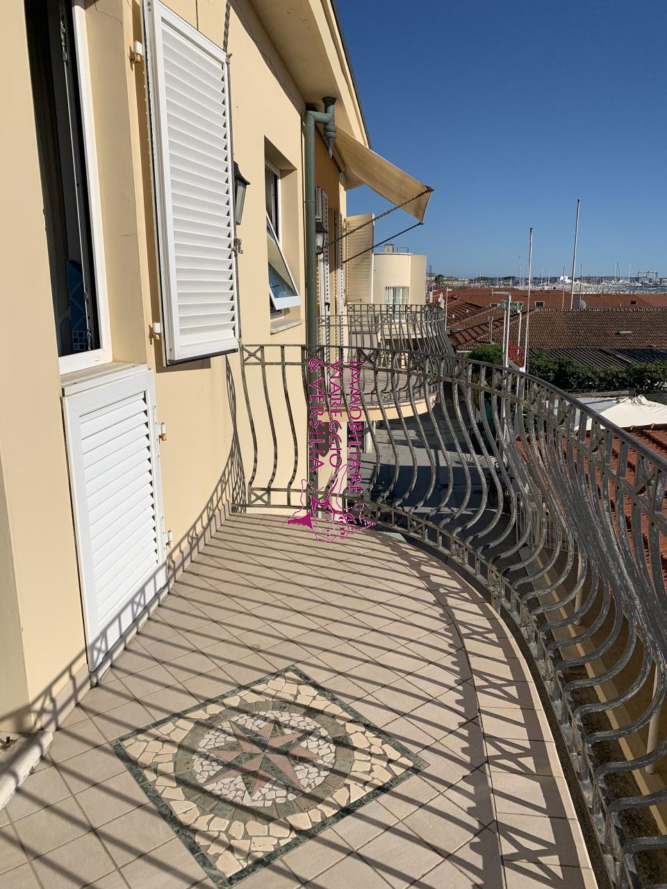 APPARTAMENTO INDIPENDENTE in VENDITA a VIAREGGIO - CENTRO MARE