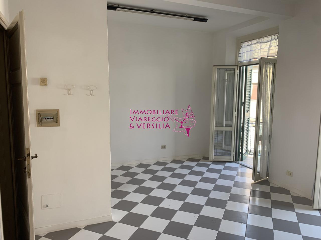 UFFICIO in AFFITTO a VIAREGGIO - CENTRO MERCATO